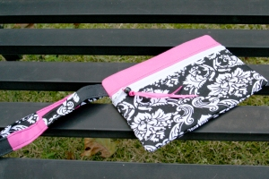 Black and white damask with hot pink accents, zippered pouch. Great purse organizer! Makes an awesome gift!